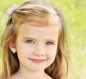 Outdoor portrait of adorable smiling little girl Royalty Free Stock Photos