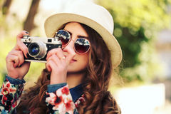 Outdoor summer lifestyle portrait of pretty young woman having fun in the city. Stock Photo