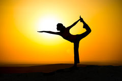 Outdoor sunrise yoga girl Royalty Free Stock Photos