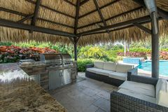 Free Outdoor Tiki Hut With Outdoor Grill Kitchen And Pool Royalty Free Stock Photos - 163502998