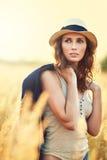 outdoors детеныши женщины портрета стоковое фото rf