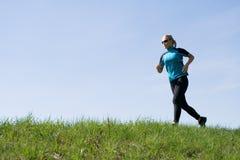 outdoors женщина тренировки бегунка Стоковые Изображения RF