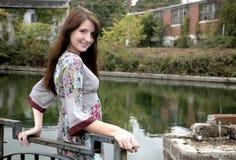 outdoors женщина стоковые фотографии rf