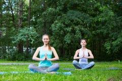 outdoors йога Стоковое Изображение