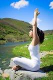 outdoors ослабьте йогу Стоковые Изображения