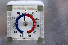 Outdoors термометр Стоковые Фотографии RF