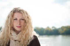 outdoors женщина портрета Стоковые Изображения RF