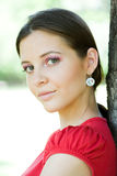 красивейшие брюнет детеныши портрета outdoors Стоковые Фотографии RF