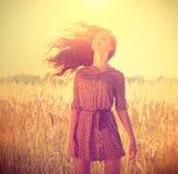 Романтичная девушка Outdoors Стоковое Изображение