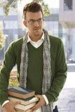 Outdoors portret męski uczeń z książkami Fotografia Royalty Free