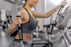 Outgoing girl working up on exercise equipment Royalty Free Stock Photography