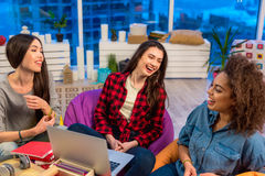 Outgoing women speaking with each othter Royalty Free Stock Image