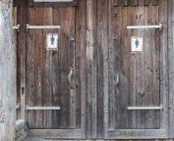 Outhouse για τον άνδρα και τη γυναίκα στοκ φωτογραφία με δικαίωμα ελεύθερης χρήσης