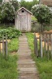 Outhouse do vintage na exploração agrícola Imagens de Stock