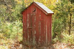 Outhouse velho imagem de stock