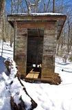 Outhouse velho na neve Imagem de Stock