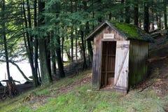 Outhouse w lesie Fotografia Royalty Free