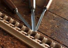Outil de burin en bois de charpentier avec le découpage Images stock
