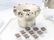 Outil de coupe de fraisage industriel en métal avec l'insertion de coupeur de carbure photographie stock libre de droits