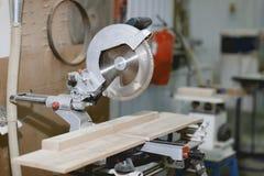 Outil de menuiserie image stock image du scie bande 7431571 - Outil pour couper le bois ...