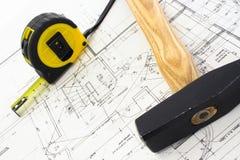 Outil de mesure et un marteau sur a Image libre de droits