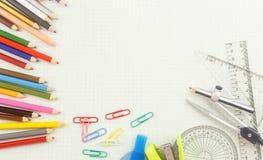 Outil de papeterie sur le papier de graphique Photo stock