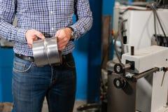 Outil de roulement Machine de la production de la ventilation et des gouttières d'éléments Outil et équipement de recourbement po images stock