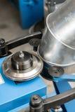 Outil de roulement de production, machine électrique la production de la ventilation et des gouttières Outil et équipement de rec photo libre de droits