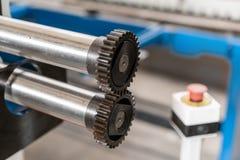 Outil de roulement de production, machine électrique la production de la ventilation et des gouttières Outil et équipement de rec photos stock
