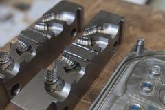 Outil en métal pour le moulage photo stock