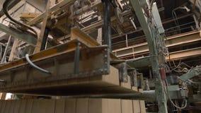Outillage industriel en position d'opération banque de vidéos
