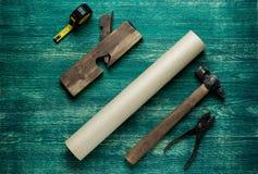 Outils assortis de travail sur le fond en bois Wiew supérieur photographie stock libre de droits