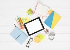 Outils créatifs de travail de bureau sur le fond blanc Images stock