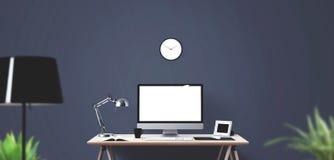 Outils d'affichage et de bureau d'ordinateur sur le bureau Écran d'ordinateur de bureau d'isolement Photos libres de droits