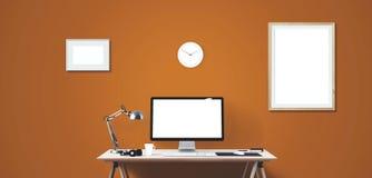 Outils d'affichage et de bureau d'ordinateur sur le bureau Écran d'ordinateur de bureau d'isolement Photo stock