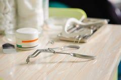 Outils d'art dentaire Matériel médical photographie stock libre de droits