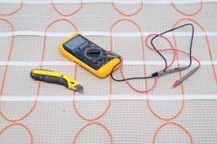 Outils d'installation sur le câble chauffant pour le plan rapproché chaud de plancher image libre de droits