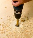 Outils de boisage travaillant à la partie de contre-plaqué photographie stock