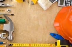 Outils de construction sur le bois Photographie stock libre de droits