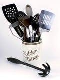 Outils de cuisine avec l'épuisette de pâtes Image stock
