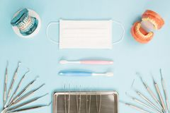 Outils de dentiste et orthodontique Photos stock