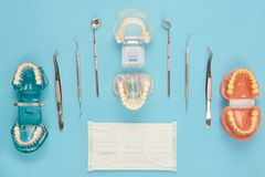 Outils de dentiste et orthodontique Photos stock