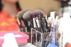 Outils de maquillage créés pour les femmes qui aiment toiletter des clients Photos stock
