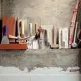 Outils de mortier de ciment de maçon de construction photos libres de droits