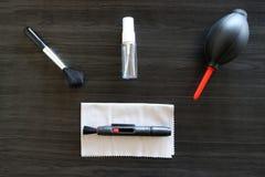 Outils de nettoyage d'équipement de lentille photographie stock