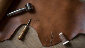 Outils de ouvrage en cuir dans le rétro style photos libres de droits