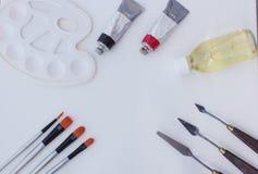 Outils de peinture à l'huile d'isolement image stock