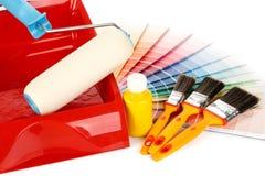 Outils de peinture et guide de couleur photographie stock libre de droits