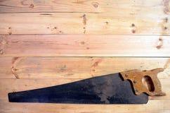 Outils de travail du bois - la main a vu photographie stock