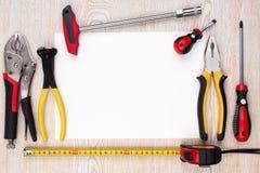 Outils de travail et feuille de papier Photo stock